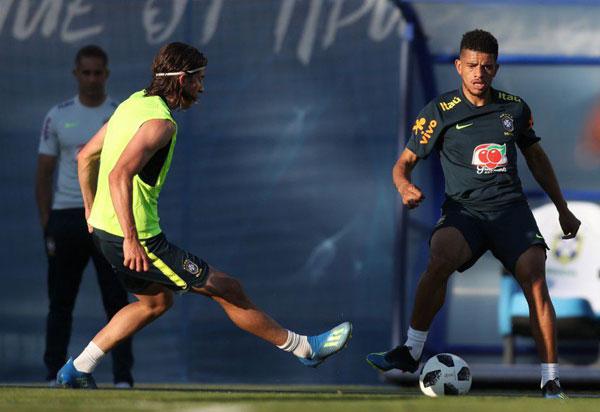 Seleção Brasileira volta a treinar após estreia na Copa do Mundo
