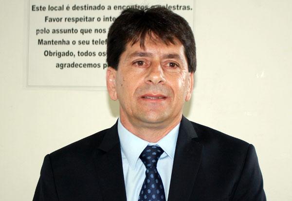 Aracatu: Justiça determina retorno do prefeito Sérgio Maia ao cargo