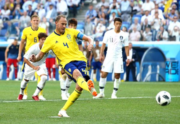 Suécia vence Coreia do Sul com pênalti marcado com auxílio do Árbitro de Vídeo