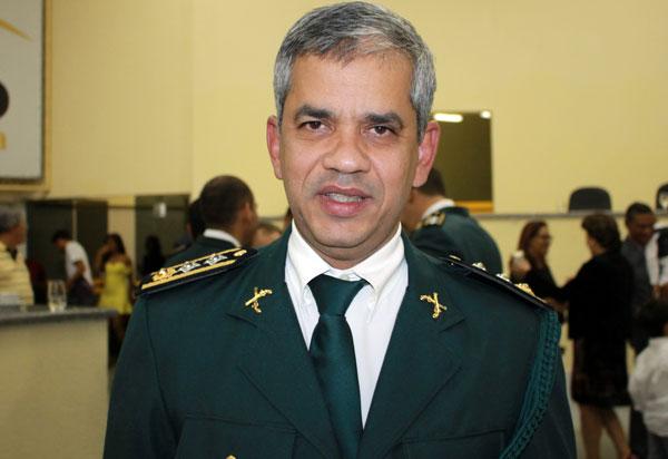 Comandante do 17° Batalhão da PM, Ten Cel PM Artur Mascarenhas recebe título de Cidadão Guanambiense