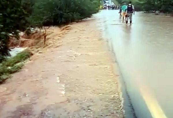 Brumado: trecho da BR-030 é liberado após águas baixarem