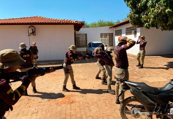 Guarnição PETO da 46a CIPM participa de curso de Instrução Básica de Abordagem Policial