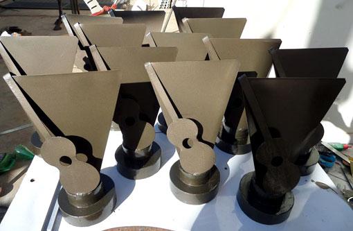 Artista plástico brumadense está confeccionando troféus do FEMP-B
