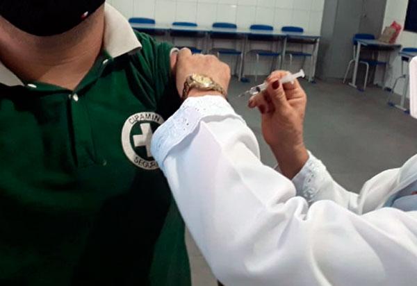 Brumado vacina nesta quarta (07) pessoas com 43 anos de idade e mais, Puérperas e Gestantes