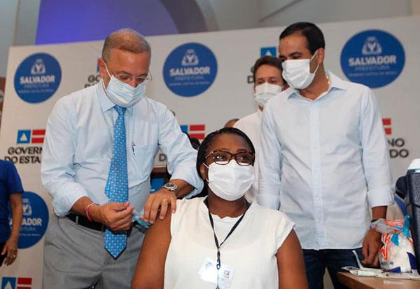 Primeiras vacinas contra a Covid-19 são aplicadas na Bahia