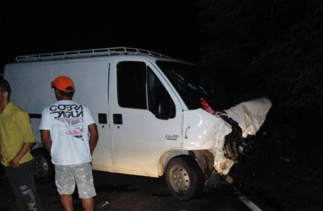 Minas: Van com placa de Brumado se envolve em acidente com três vítimas fatais