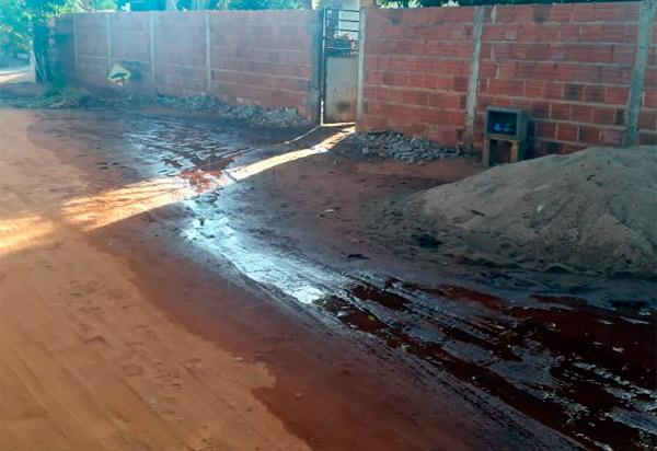 Brumado: moradores da Lagoa do Arroz denunciam vazamento de água na rede da Embasa