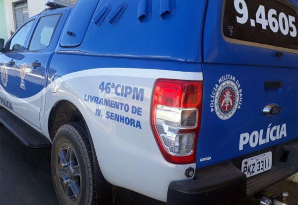 Polícia Militar apreende motocicleta irregular e droga em Livramento; suspeito fugiu