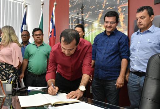 Prefeito de Guanambi se afasta da prefeitura por 12 dias; vice assume