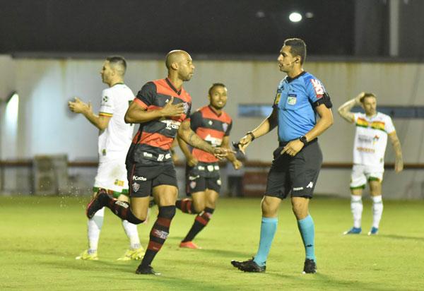 Série B: Vitória fica no empate com o Sampaio Corrêa no Barradão
