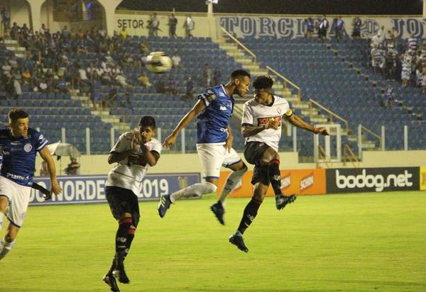 Copa do Nordeste: Vitória fica no 2 a 2 com o Confiança no Batistão