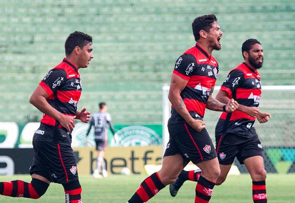 Vitória vence em Campinas e sobe na classificação na Série B