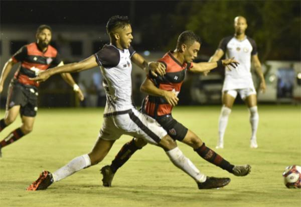 Jacuipense vence o Vitória de virada e entra na briga por uma vaga na semifinal do Baianão