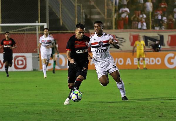 Vitória perde para o São Paulo por 1 a 0 no Barradão