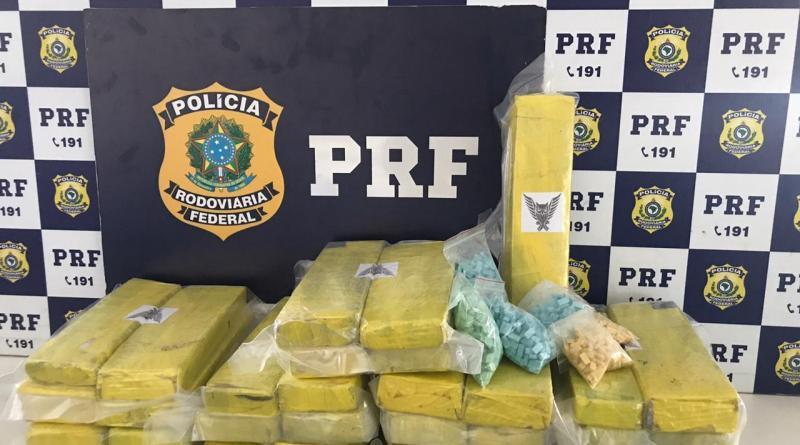 1.500 comprimidos de ecstasy e 20 kg de maconha são apreendidos em ônibus de passageiro na BR 116 em Vitória de Conquista (BA)
