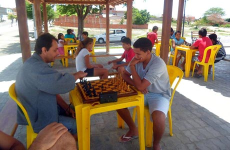 Aracatu: Foi realizada a 2ª etapa do projeto 'Xadrez na Praça'
